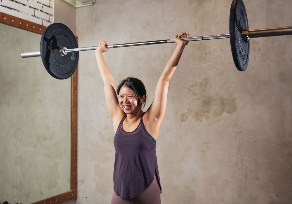 Are light weights better than heavy weights for women - Eva